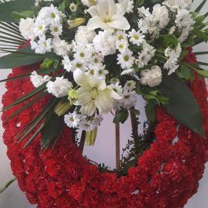 Corona aro rojo y centro flores blanco